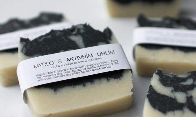DIY mýdlo s aktivním uhlím