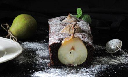 Kakaový koláč s hruškami